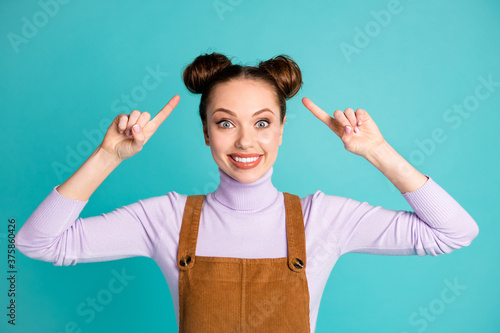 Photo Photo of cute funny crazy glad lady overjoyed new hairdresser amazing coiffure i