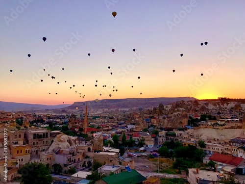 Obraz sunrise over cappadocia - fototapety do salonu