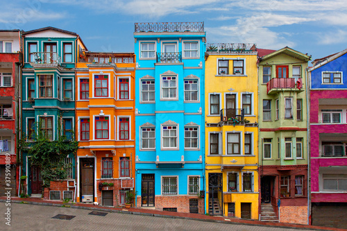 Papel de parede Colorful historical houses in the old neighborhood of Balat in Istanbul, Turkey