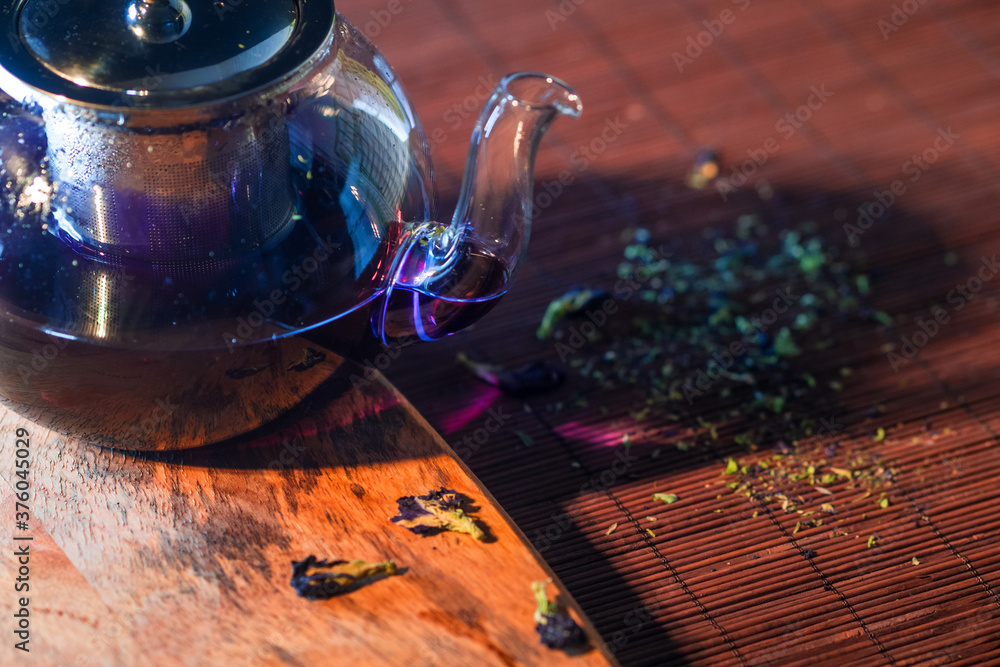 Fototapeta Blue Thai tea in a glass teapot. Freshly brewed tea, delicious and healthy hot drink. Hot drink on Mat,