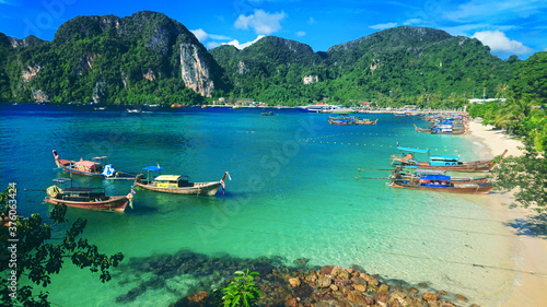 Photo Beautiful view on the mountains and sea in the Phi Phi Don island near Phuket Island in Thailand