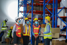 Warehouse Manager Teaches Skil...