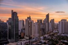 Beautiful Makati Skyline At Su...