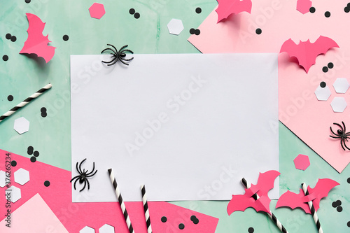 Cuadros en Lienzo Copy-space on layered paper background in mint green and pink