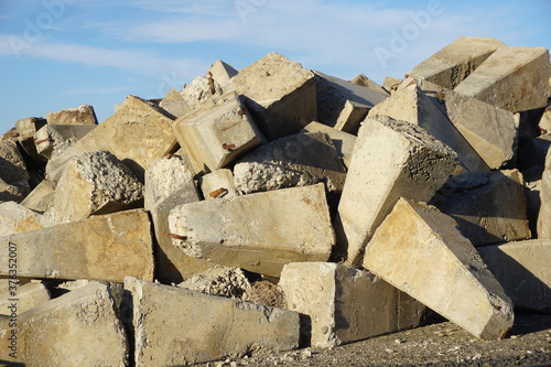 Concrete block and rubble in pile #376352007