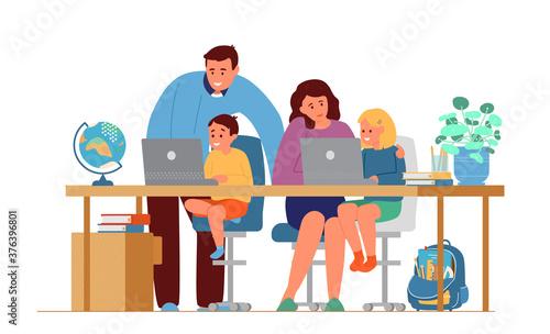 Fotografia Parents Making Homework With Children In Front Of Laptops