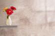 canvas print picture - fröhlicher blumenstrauß vor rustikaler wand