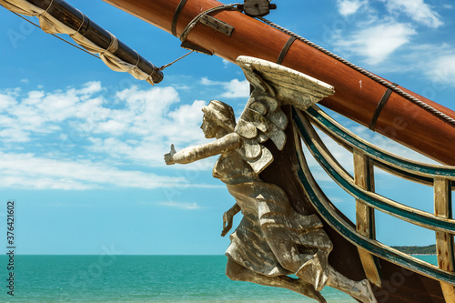 Foto Figurehead (nose shape) is an ornament on nose of sailing vessel, rostrum or caryatid