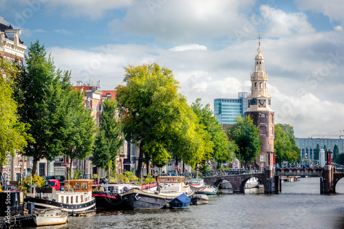 Obraz na plátně downtown Amsterdam with the Montelbaanstoren tower and péniche barges on a canal