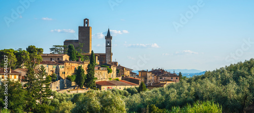 Photo Vinci, Leonardo birthplace, village skyline