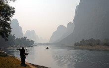 A Hazy Scene Along The Li River Between Guilin And Yangshuo In Guangxi Province, China. The Karst Hills And River Scenery Have Provided Inspiration For Artists And Poets. Li River Scenery, Guilin.