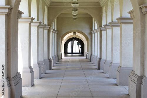 Fototapety, obrazy: tunnel walkway