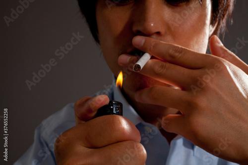 Photo 喫煙する男性