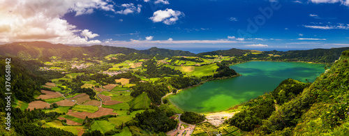 Obraz Aerial view of Lagoa das Furnas located on the Azorean island of Sao Miguel, Azores, Portugal. Lake Furnas (Lagoa das Furnas) on Sao Miguel, Azores, Portugal from the Pico do Ferro scenic viewpoint. - fototapety do salonu