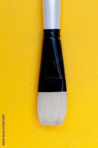 Photo pinceau brosse isolé sur fond