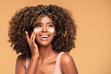 Beautiful African Girl Applyin...
