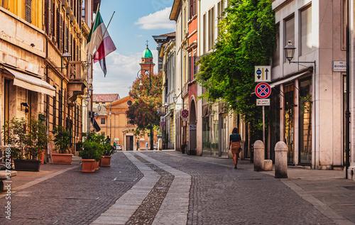 Obraz przedstawia jedną z ulic włoskiego miasta. Canvas Print