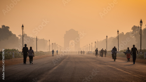 Fototapeta Silhouette of triumphal arch architectural style war memorial during hazy morning