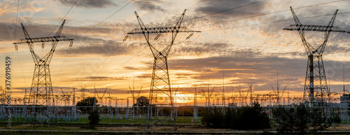 Obraz na plátně high voltage pylons against the background of the evening sky