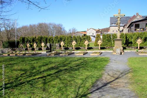 Fototapeta Ruhestaette der Moenche auf dem Klosterfriedhof des Kreuzberger Klosters. Rhoen, Bischofsheim, Bayern, Deutschland, Europa obraz na płótnie