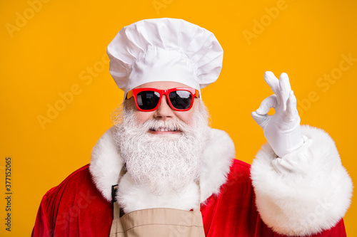 Great miracle x-mas christmas feast cooking. Santa claus in chef cap headwear show okay sign wear sunglass red costume isolated over bright shine color background - 377152065