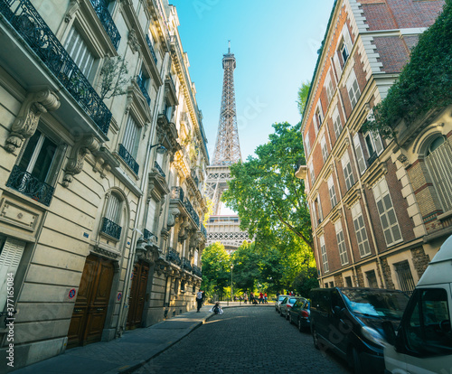 Fototapeta building in Paris near Eiffel Tower