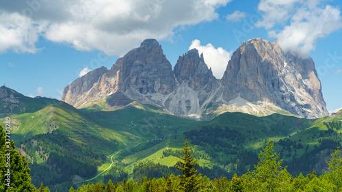 Fotografia Mountain landscape along the road to Pordoi pass, Dolomites