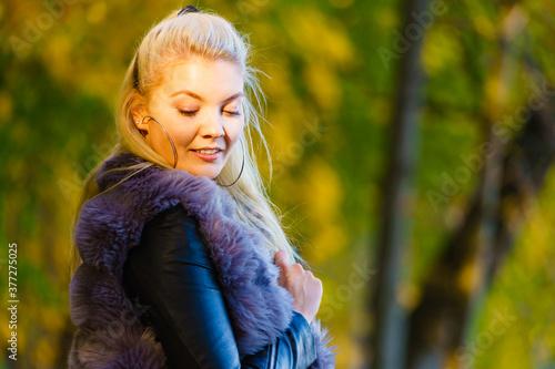 Fashion woman walking in autumn park Fototapeta
