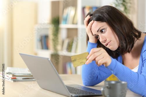 Valokuvatapetti Worried woman buying online at home