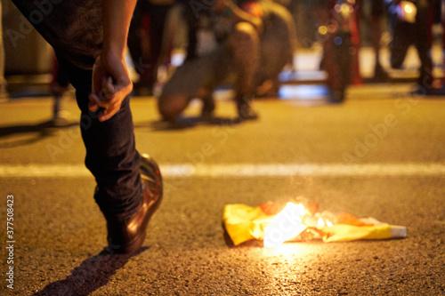 Fototapeta Incidentes en la marcha por la Independencia de Cataluña tras los festejos de la