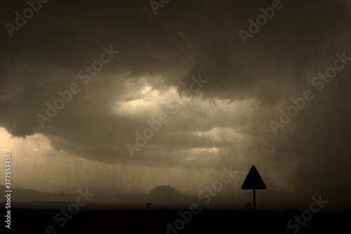 Lluvia intensa. Tormenta de verano. Cieza-Murcia-España. фототапет