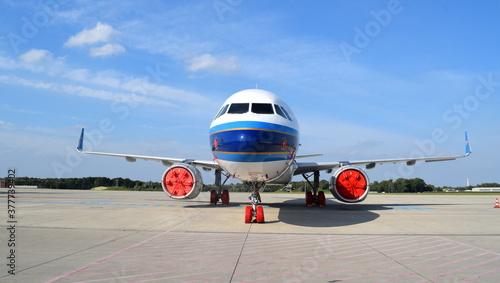 Photo Geparkter Flieger auf dem Flughafen Rostock-Lage