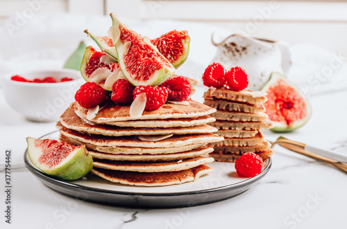 Fototapeta Homemade classic american pancakes with almond, fresh raspberries and figs obraz