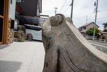 カエルの石像