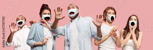 Cuadros en Lienzo Group of frightened people, women and men wearing protective face mask on pink coral background