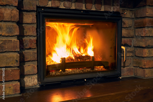 Fotografía fireplace and fire close view as object or background, brick wall