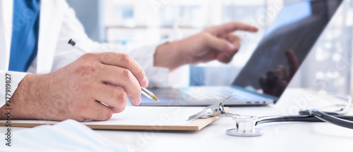 Obraz na plátně Online medicine concept