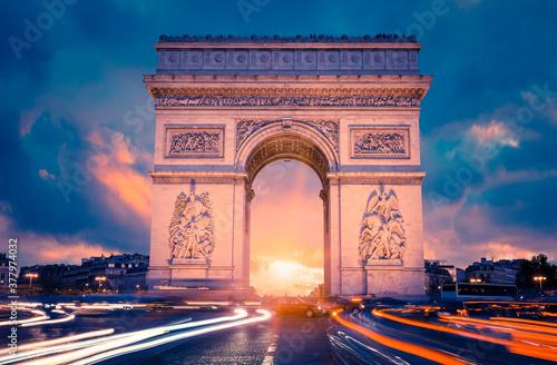 Fotografie, Obraz View of famous Arc de Triomphe at sunset