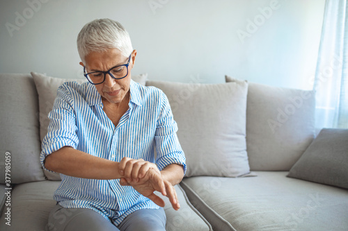 Elderly lady is enduring strong ache Fototapet