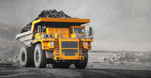 Open Pit Mine Industry, Big Yellow Mining Truck For Coal Anthracite
