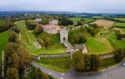 Obraz na plátně Aerial panoramic view of Carisbrooke castle