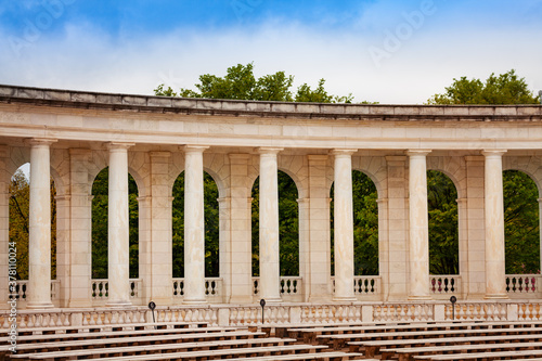 Leinwand Poster Column, benches and scene The Arlington Memorial Amphitheater at National Cemete