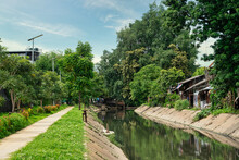 The Peaceful Canals And Side W...