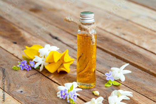Photo natural herbal oils extract flower jasmine smells scents aroma with yellow flowe