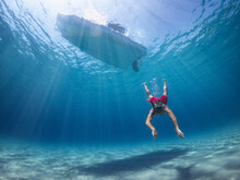 Man Dives Into The Sea To Reac...