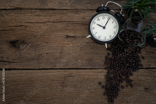 Fotografia coffee bean clock is placed on the table