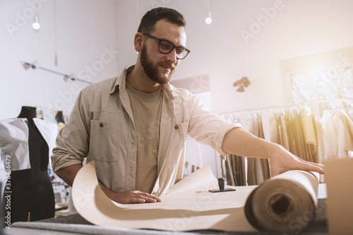 Seamstress works to new clothes ordered by internet client Fototapet