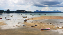 Many Fishing Boat, Kayak And Lots Of Garbage Or Debris That Tourists Or Traveler Leave In The Sea. After The Water In The Sea Has Receded. Bad Environmental, Protection Beauty Of Nature And Take Care