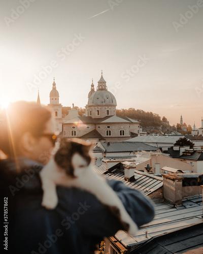 Fotografie, Obraz Katze über den Dächern von Salzburg.