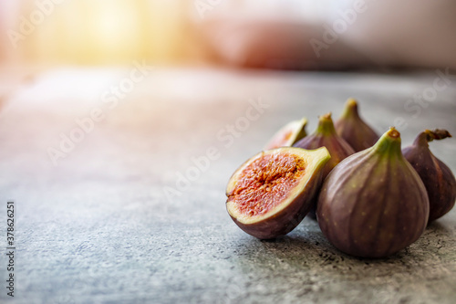 Cuadros en Lienzo Fresh purple fig fruit and slices with sun background